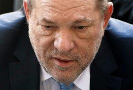 Porota uznala vinným ze znásilnění Weinsteina, který odstartoval MeToo, hrozí mu až 29 let vězení