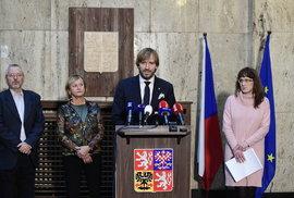 Ministr zdravotnictví Adam Vojtěch potvrdil první tři případy výskytu koronaviru v ČR na mimořádné tiskovce 1.3.2020