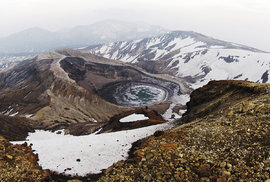 Kráter jezírka Okama na posvátné hoře Zaó v regionu Tóhoku
