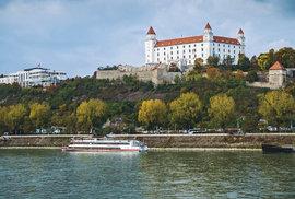 Pohled na hrad z paluby výletní lodi
