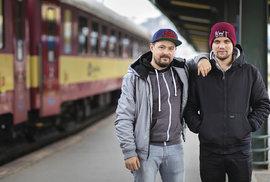 Máme rádi železnici, svobodu a dobré pivo, říkají dva nekonvenční čeští cestovatelé Honza s Vláďou