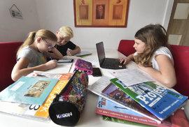 Když zavřou školy, děti se mají povinně učit na dálku. Slíbí Babiš počítač ainternet do každé rodiny?