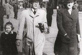 S manželkou a dcerou Miloslavou na Národní třídě v Praze počátkem 40. let