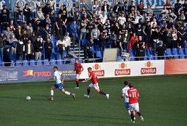 Jediné místo v Evropě, kde se ještě hraje. Běloruská liga drží fotbalové fanoušky nad vodou