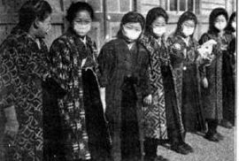Roušky se nosily i za pandemie španělské chřipky. Tokio 1919