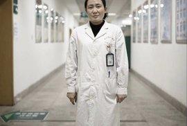 Čínská lékařka Aj Fen z wuchanské nemocnice, která spolu s kolegy upozorňovala na nebezpečí šíření koronaviru ještě před vypuknutím epidemie
