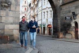 Češi už nosí roušky měsíc (19. 4. 2020)