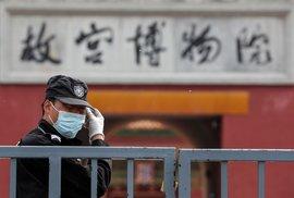 Počet nově nakažených v Číně klesá.