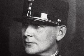 István Ujszászy řídil vČeskoslovensku rozsáhlou špionážní síť. Jeho milenka zahynula zapodezřelých okolností. Přesto byl vyznamenán nejvyšším československým vyznamenáním – Řádem bílého lva. Během druhé světové války vedl maďarské tajné služby aspolupracoval sBrity aAmeričany. Zemřel vrukou sovětských nebo maďarských komunistů naneznámém místě.