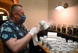 Koronavirus a otevření restaurací 25. května: Přípravy v pivnici v centru Brna