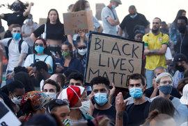 Francouzská policie se v úterý střetla s účastníky nepovolené demonstrace proti rasové nespravedlnosti. Ti si kromě George Floyda, který zemřel v Minneapolisu v USA po zásahu tamního policisty.