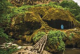 Travertinový vodopád Zontik na území Náhorního Karabachu