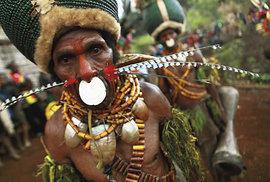 Děravý nos a různé vkládané ozdoby jsou výsadou dospělého muže