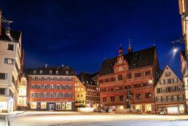 Satelity Starlink nad německým městem Tübingen