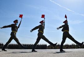 Vojáci v Moskvě nacvičují na vojenskou přehlídku k 75. výročí konce druhé světové války