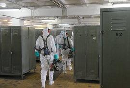 Hasiči Moravskoslezského kraje dekontaminují kvůli koronaviru Důl ČSM-sever pomocí zvučných generátorů.