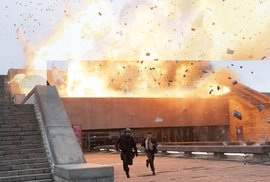 Hlavní zbraní hrdiny akčního sci-fi spektáklu filmového vizionáře Christophera Nolana je jediné slovo - TENET. V temném světě mezinárodní špionáže bojuje o záchranu celého světa...