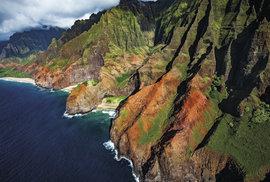 Skryté pláže pobřeží Na Pali lákají k pobytu ve stylu Robinsona Crusoea. Nedá se sem ale dostat jinak než poměrně náročným a nebezpečným terénem.