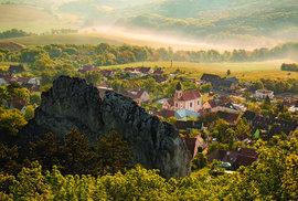 Pohled ze Stolové hory na obec Klentnice je úžasný po východu slunce i po západu