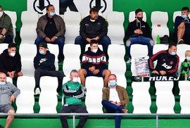 Prymula: Na fotbalový stadion může maximálně 2 000 lidí, do hokejové haly maximálně 1 000