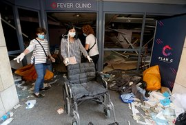 Masivní exploze v Libanonu si vyžádala přes 70 obětí a 4 tisíce zraněných. Nemocnice jsou přeplněné, jedna byla navíc explozí zasažena (5.8.2020)