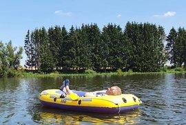 Prezident Miloš Zeman se vrátil na Veselský rybník ve člunu (8. 8. 2020)
