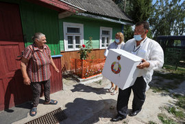 Běloruské volby doprovází zatýkání a cenzura. V zemi nefunguje internet a lidé nevěří ve spravedlivost voleb