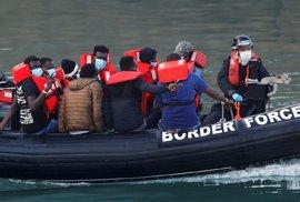 Neziskovky porušují zákon. Řecké úřady je obviňují z napomáhání nelegální migraci