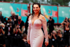 Juliette Binoche bez roušky a podprsenky: Rok s covidem si budu pamatovat pozitivně