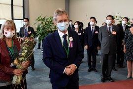 Předseda českého Senátu Miloš Vystrčil s manželkou přiletěli 30. srpna 2020 do Tchaj-peje na návštěvu Tchaj-wanu.