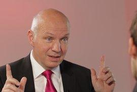 Fischer: Zeman provokuje a já žehlím jeho průšvihy, šéf KSČM Filip pomáhá cizí velmoci,…