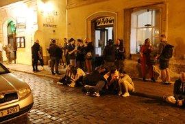 V Bartolomějské to žije i poté, co se o půlnoci zavírají bary a restaurace.