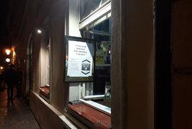 V Bartolomějské to  noci žije i poté, co restaurace a bary musí o půlnoci zavřít.