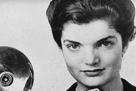 Od roku 1952 pracovala v deníku Washington Times-Herald jako fotoreportérka