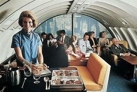 O cestující se staraly milé letušky.