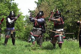 Katana je mladá zbraň, samurajové bojovali s jinými meči i kopími. Stříleli i z luků a mušket, říká odborník