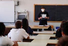 Roušky musí nově mít děti i během vyučování, pravidlo se vyhne pouze žákům prvního stupně