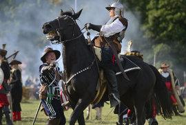 Praha 6 se proměnila v bitevní pole. Stovky lidí, koně i děla se po 400 letech objevili v bitvě na Bílé hoře