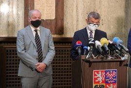 Premiér Andrej Babiš (ANO) a nový ministr Roman Prymula (za ANO) během předávání resortu zdravotnictví z rukou Adama Vojtěcha (22.9.2020)