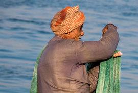 Mořské pobřeží je pro obyvatele zdrojem obživy. Zdejší rybáři po staletí zdokonalovali techniky rybolovu.