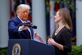 Americký prezident Donald Trump na konferenci, na které bude oznámena Amy Coney Barrettovou do úřadu nejvyššího soudu na místo, které zůstalo neobsazeno po smrti soudkyně Ruth Bader Ginsburgové, která zemřela 18. září Bílý dům ve Washingtonu, USA, 26. září 2020.