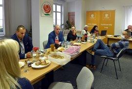 Volební štáb ČSSD v Karlových Varech během sledování výsledků krajských voleb (3. 10. 2020)