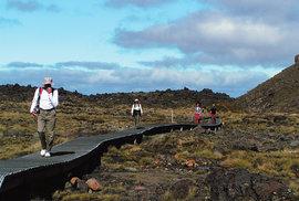 Tongariro Crossing: Národní pochod Kiviů není nic pro milovníky treků liduprázdnou přírodou