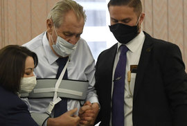 Miloš Zeman u voleb do Senátu. Do druhého kola volit nejde