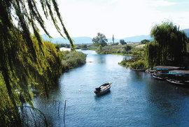 Po proudu řeky Neretvy: Břehy muslimské i křesťanské, kde se po staletí střetávaly různé kultury a náboženství