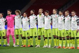 Česká reprezentace při státní hymně před zápasem ve Skotsku