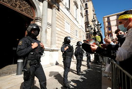 Koronavirus ve Španělsku: V Barceloně se protestovalo kvůli nucenému uzavření restaurací, (16.10.2020).
