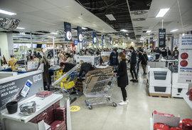 Ikea poslední hodinu před tzv. lockdownem