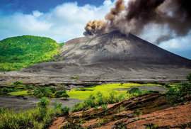 Mount Yasur, údajně nejpřístupnější aktivní sopka světa a největší tahák ostrova Tanna