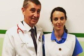 Andrej Babiš pózuje v nemocnici v Sokolově